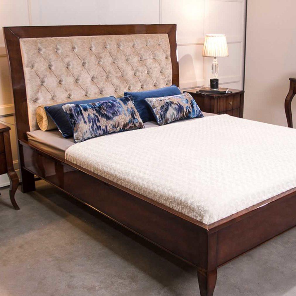 Sypialnia Glamour na wysoki połysk, łóżko glamour, szafki nocne na nogach, toaletka z lustrem, łóżko tapicerowane