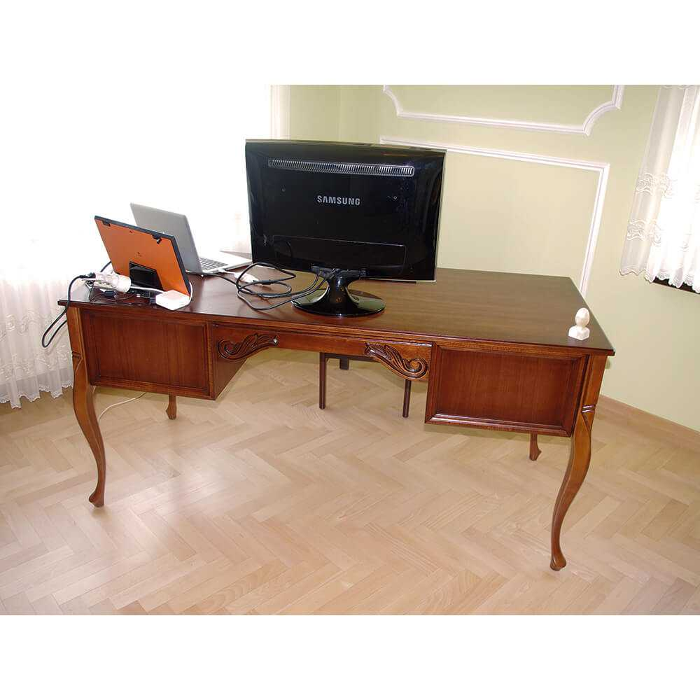 klasyczne biurko gabinetowe