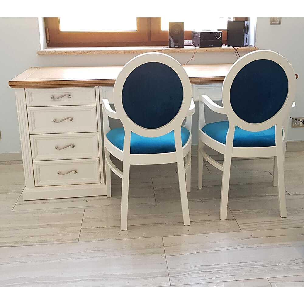 białe klasyczne biurko w stylu prowansaslkim