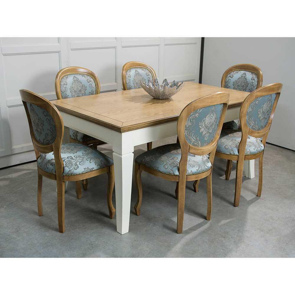 stół i krzesła do jadalniw stylu prowansalskim