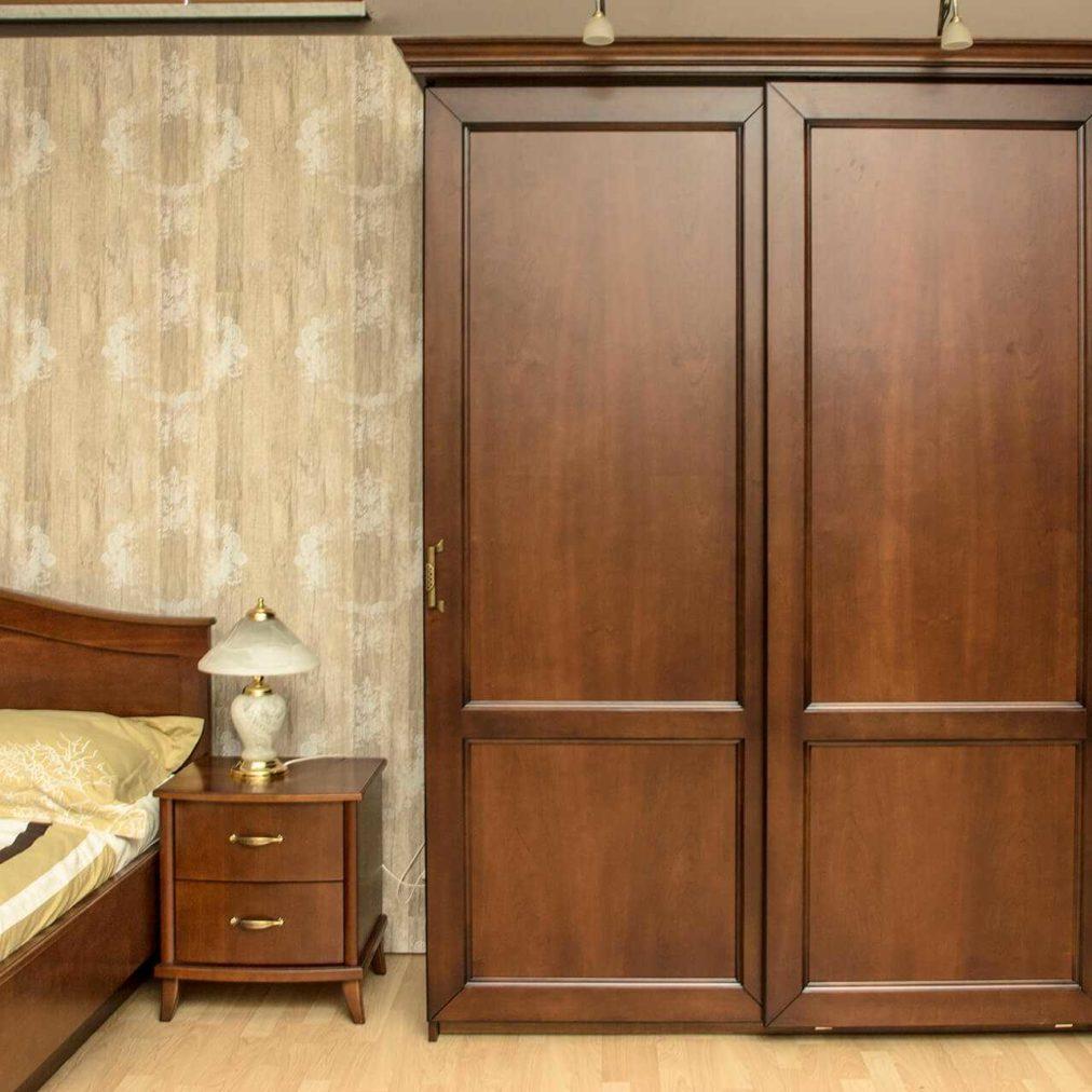 szafa dwudrzwiowa przesuwna- garderoba-klasyczna-drewniana