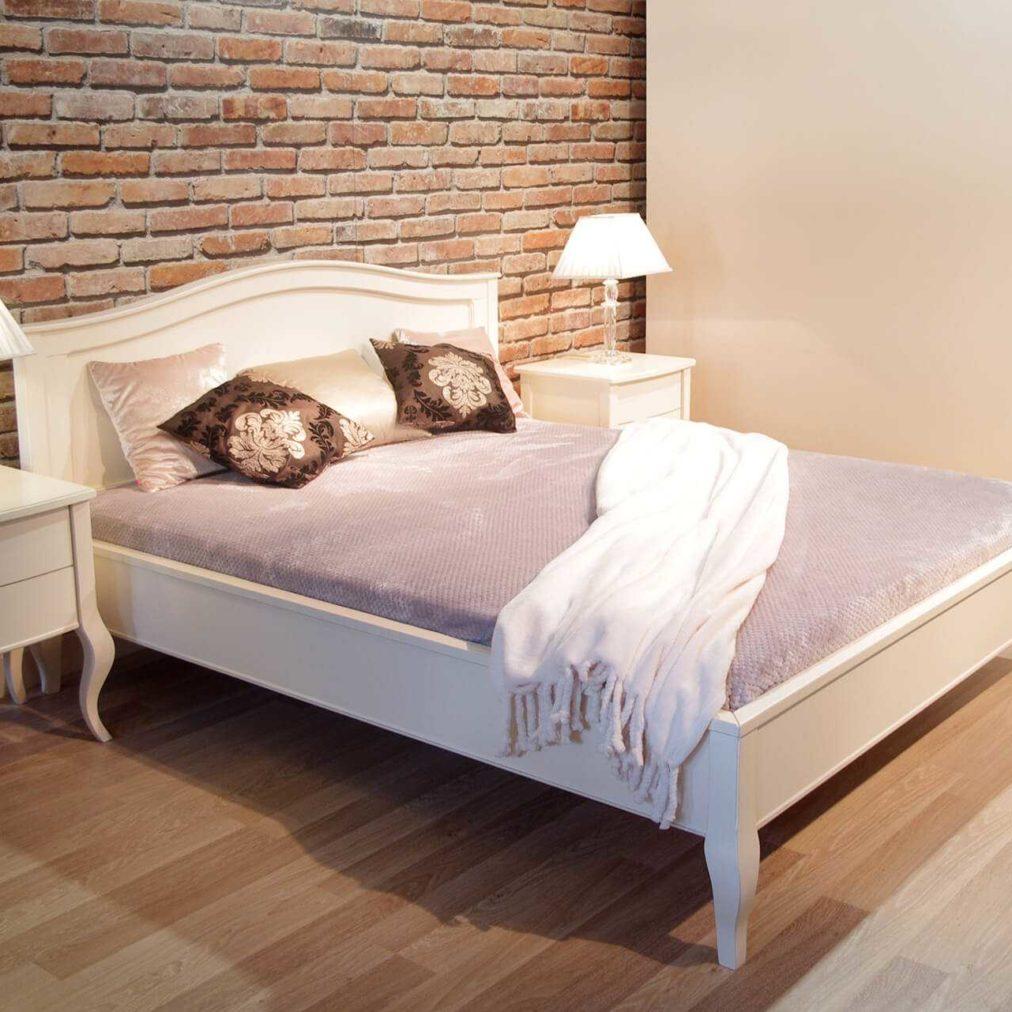 klasyczne łóżko na nogach w stylu glamour, szafki nocne, białe z dwoma szufladami