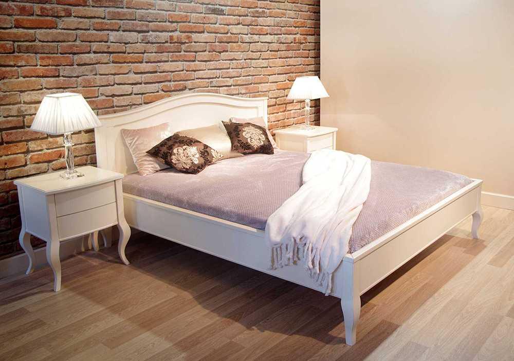 Białe eleganckie łóżko do sypialni Verona w stylu glamour wykonane na indywidualne zamówienie dla klienta z Katowickiej dzielnicy Murcki