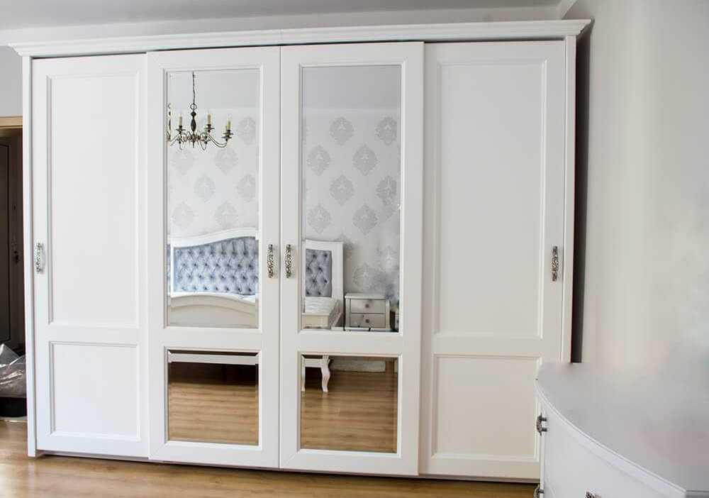 Katowice elegancka biała szafa w stylu klasycznym z lustrami w drzwiach